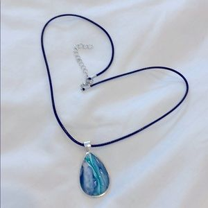 NWOT Hand painted turquoise pendant necklace